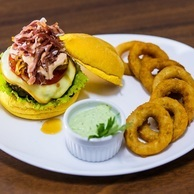 Five Bar & Food